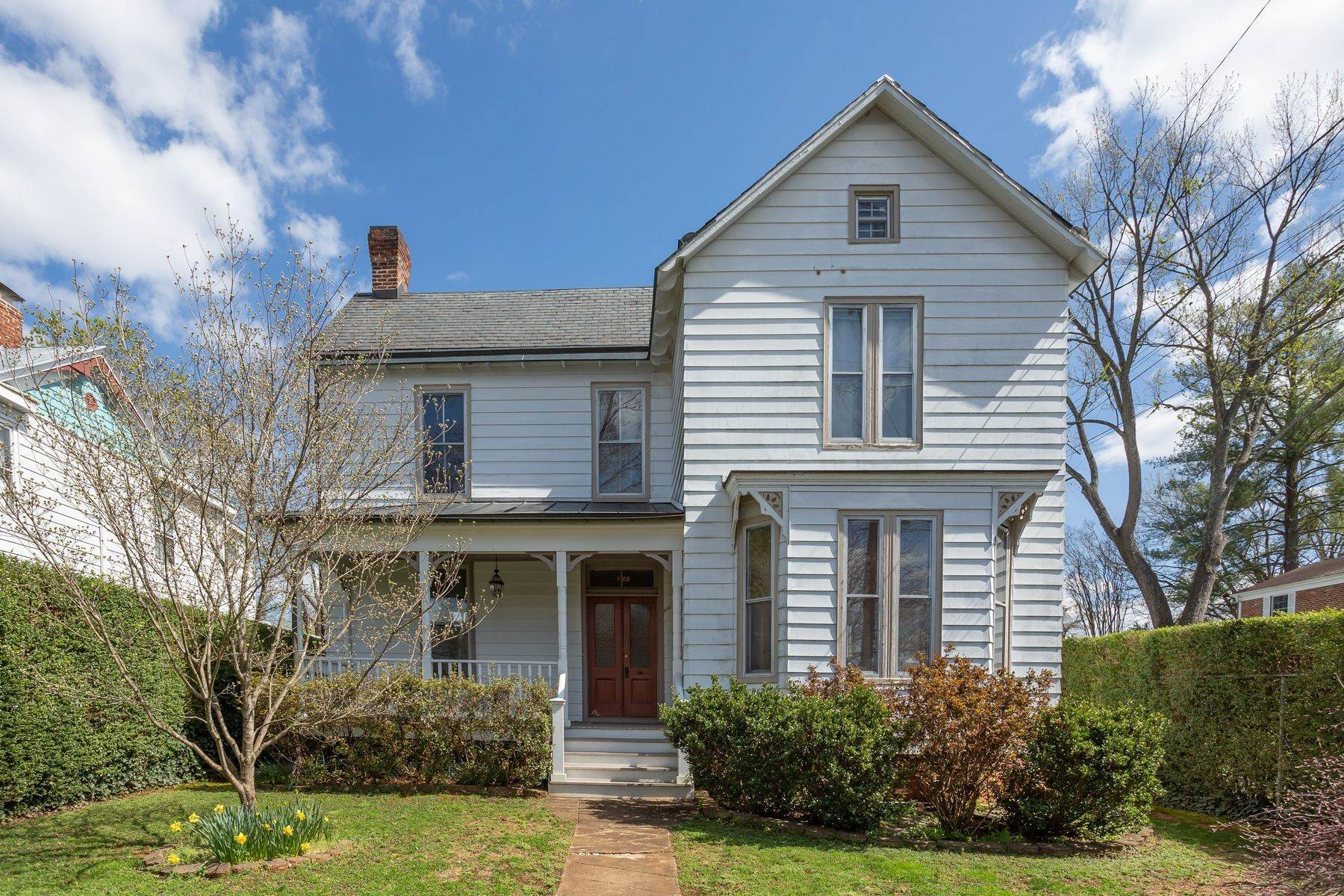 3. Single Family Homes for Sale at 700 Locust Ave Charlottesville, Virginia 22902 United States