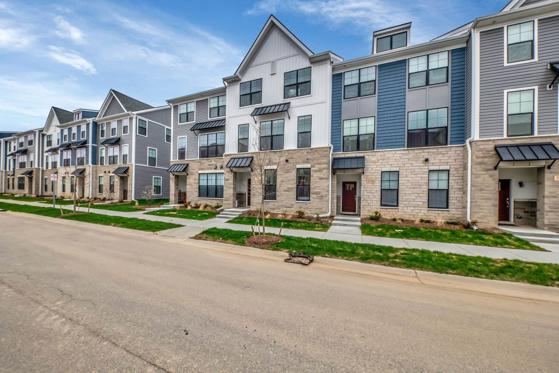 Condominiums for Sale at Ann Arbor 2728 South Spurway Drive, Unit 424 Ann Arbor, Michigan 48105 United States