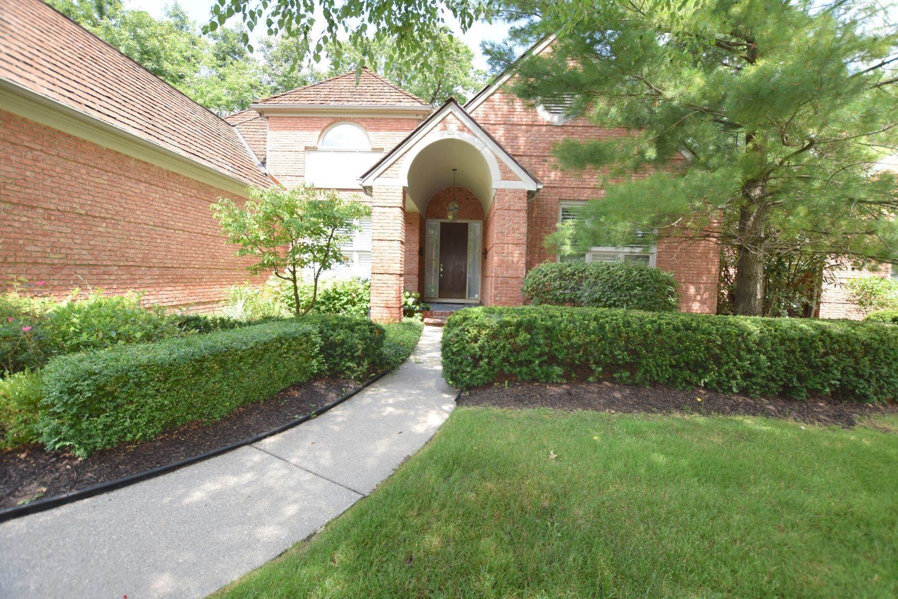 3. Condominiums for Sale at Bloomfield Hills 1140 Lone Pine Woods Drive Bloomfield Hills, Michigan 48302 United States