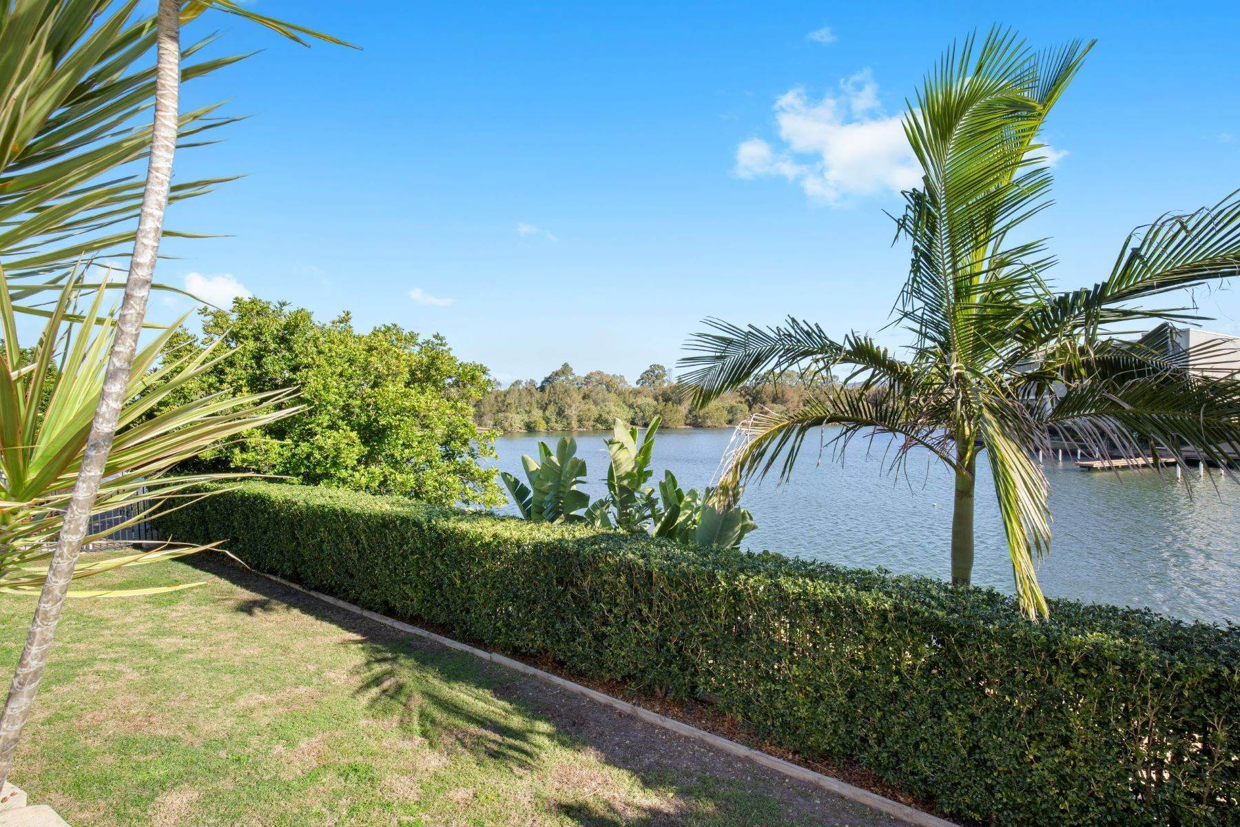 25. Single Family Homes for Sale at Luxury Lakeside Family Home on Prestigious Emerald Island 5068 Emerald Island Drive Other Queensland, Queensland 4211 Australia
