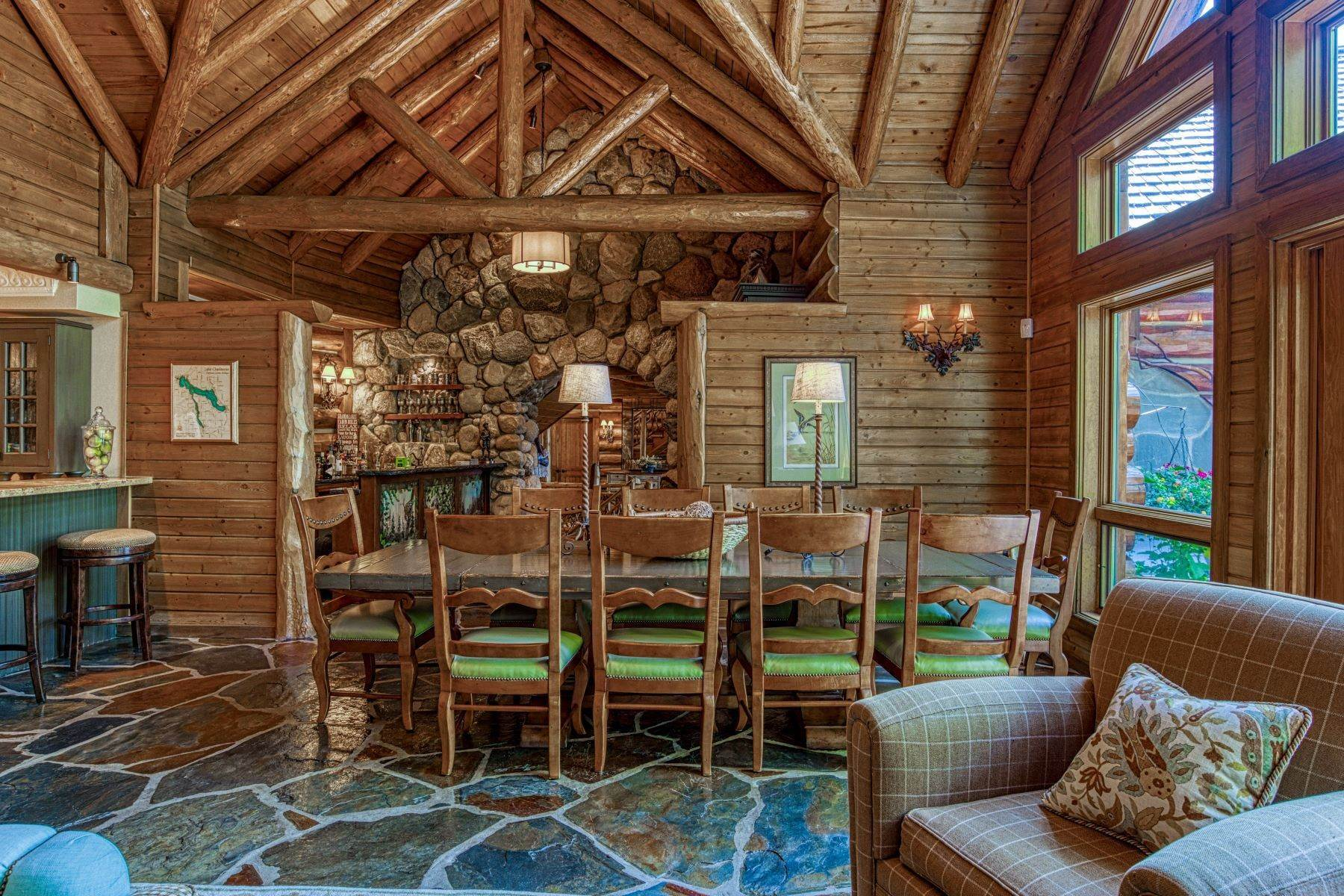26. Single Family Homes for Sale at Incomparable custom log home on Lake Charlevoix 03080 Tall Pines Boyne City, Michigan 49712 United States