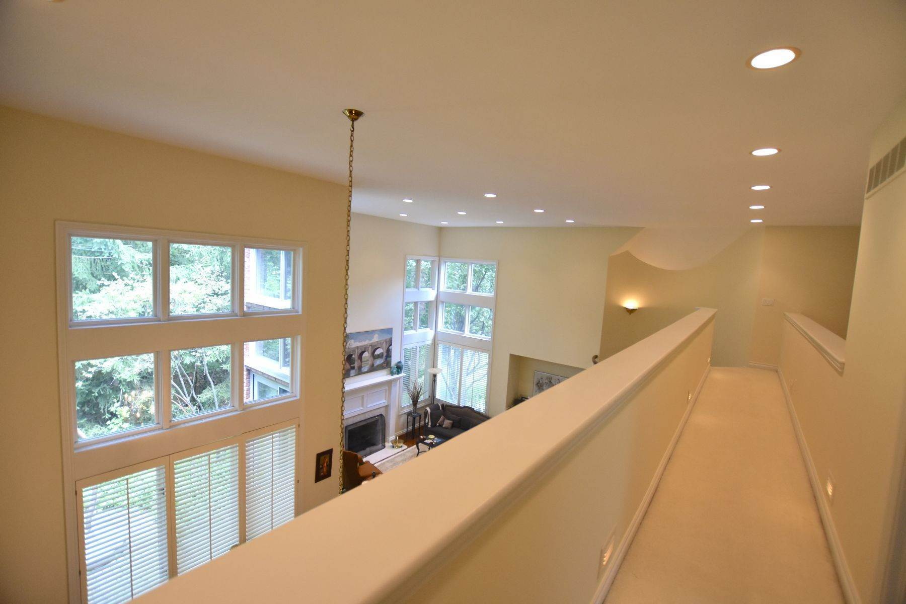 29. Condominiums for Sale at Bloomfield Hills 1140 Lone Pine Woods Drive Bloomfield Hills, Michigan 48302 United States