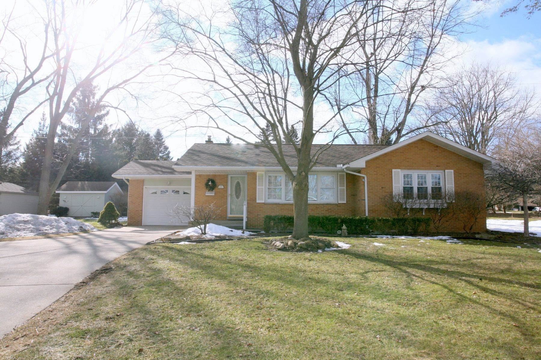 Single Family Homes for Sale at Clarkston 145 N Holcomb Rd Clarkston, Michigan 48346 United States