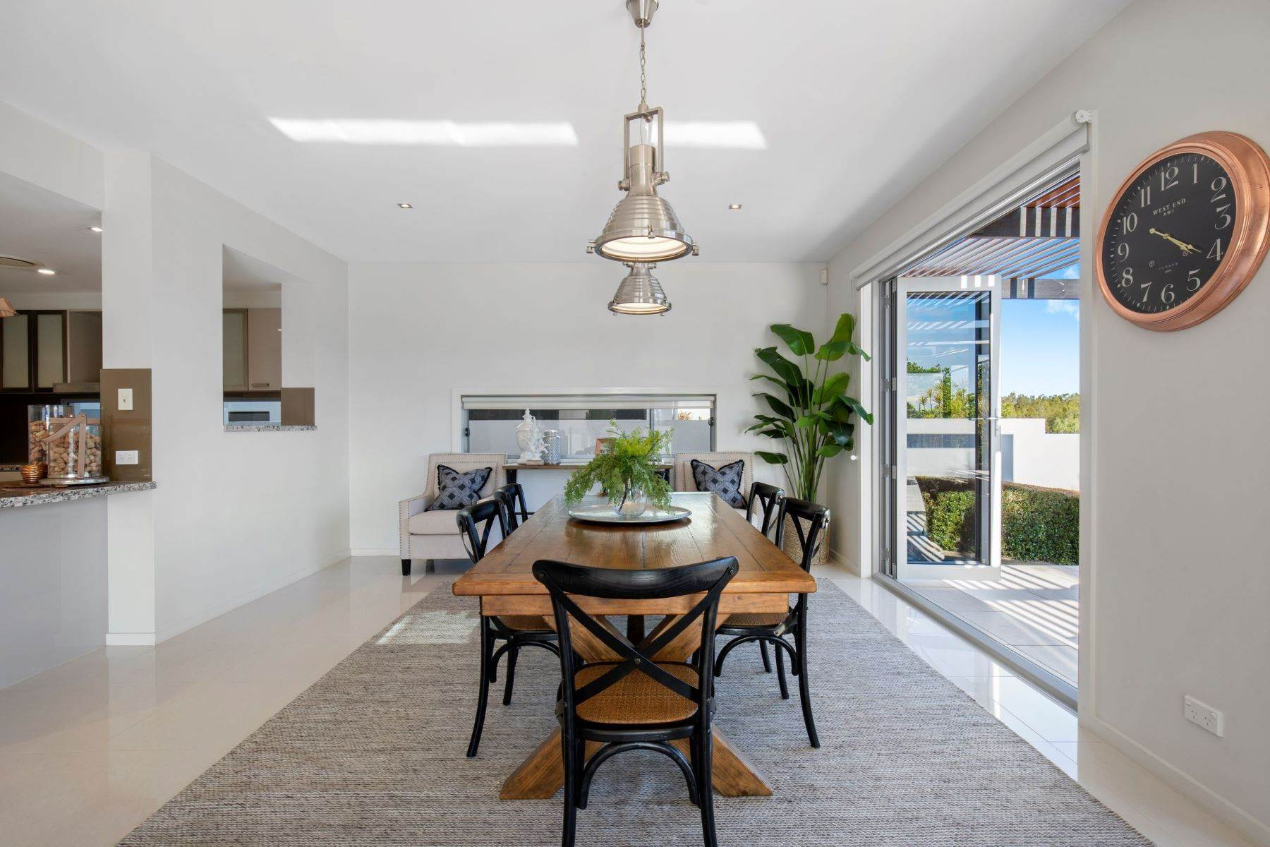 11. Single Family Homes for Sale at Luxury Lakeside Family Home on Prestigious Emerald Island 5068 Emerald Island Drive Other Queensland, Queensland 4211 Australia