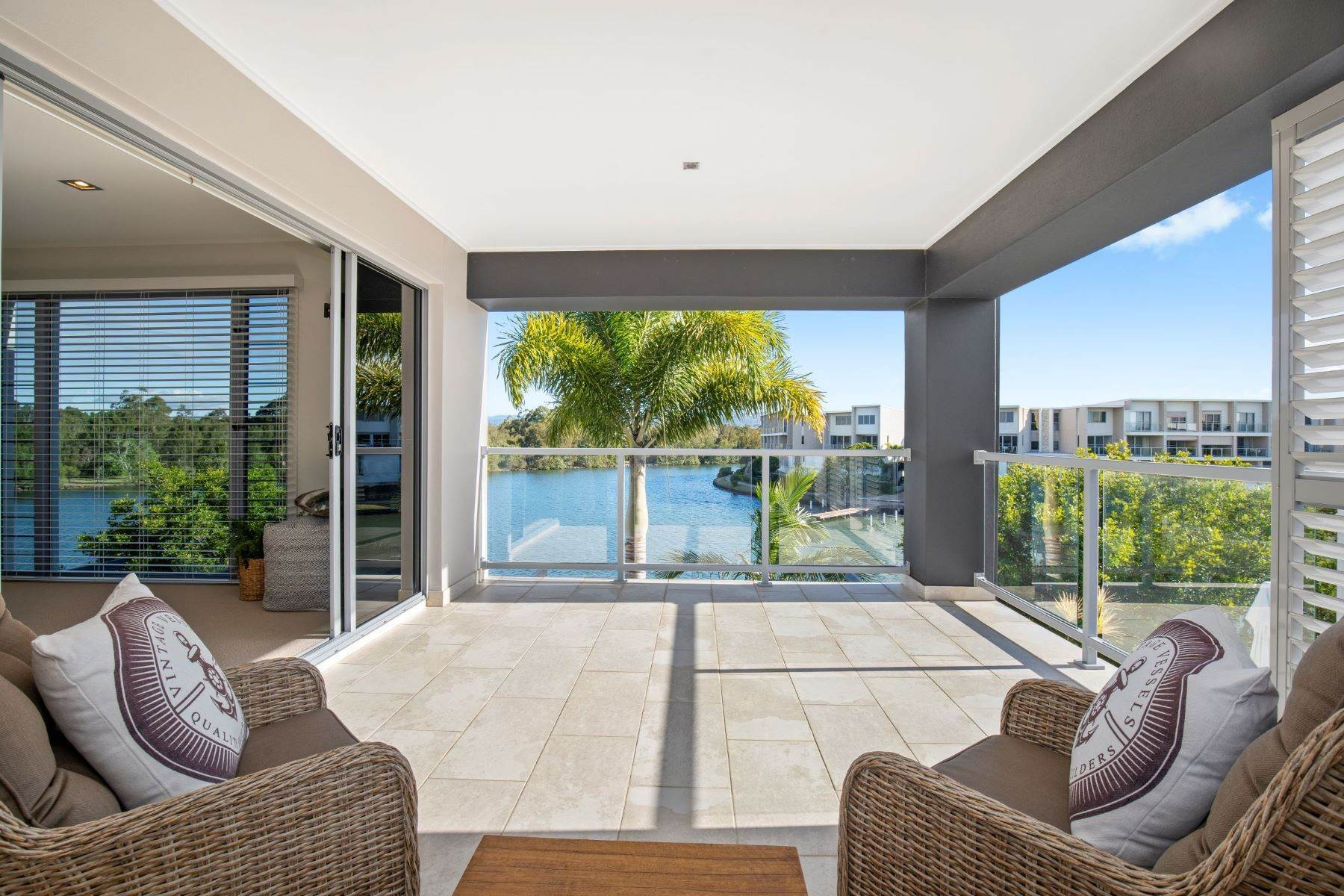 20. Single Family Homes for Sale at Luxury Lakeside Family Home on Prestigious Emerald Island 5068 Emerald Island Drive Other Queensland, Queensland 4211 Australia