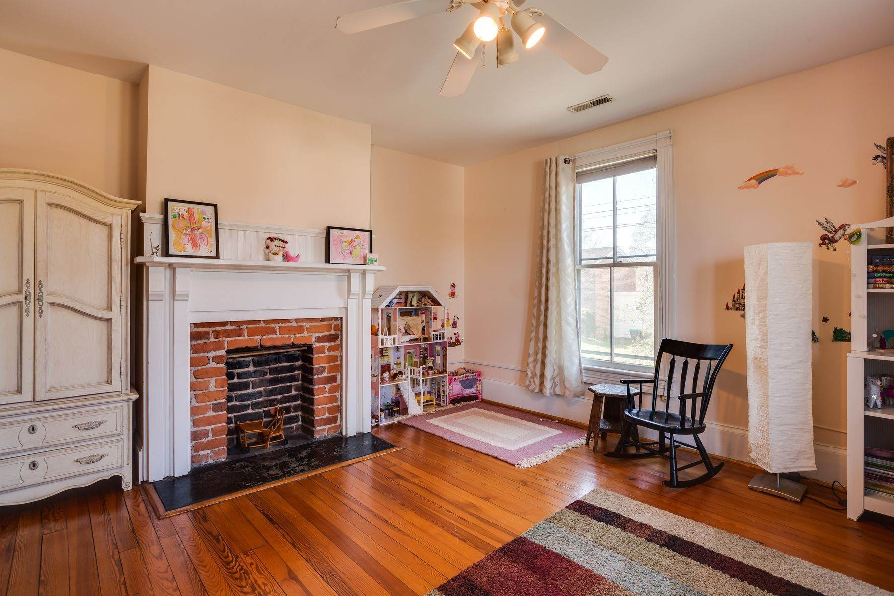 31. Single Family Homes for Sale at 700 Locust Ave Charlottesville, Virginia 22902 United States