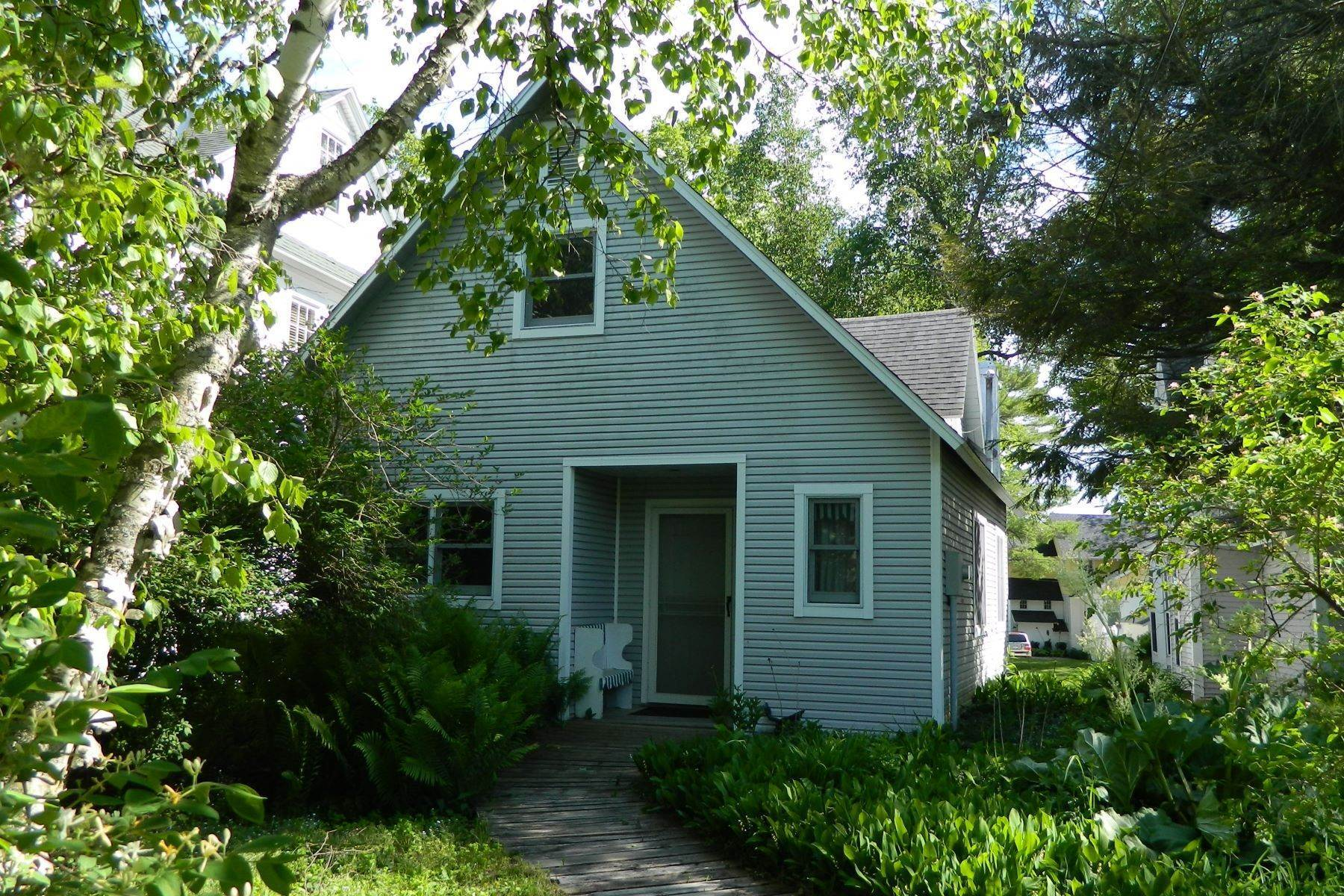 19. Other Residential Homes for Sale at Cottage in Wequetonsing 2545 Pennsylvania Ave Harbor Springs, Michigan 49740 United States