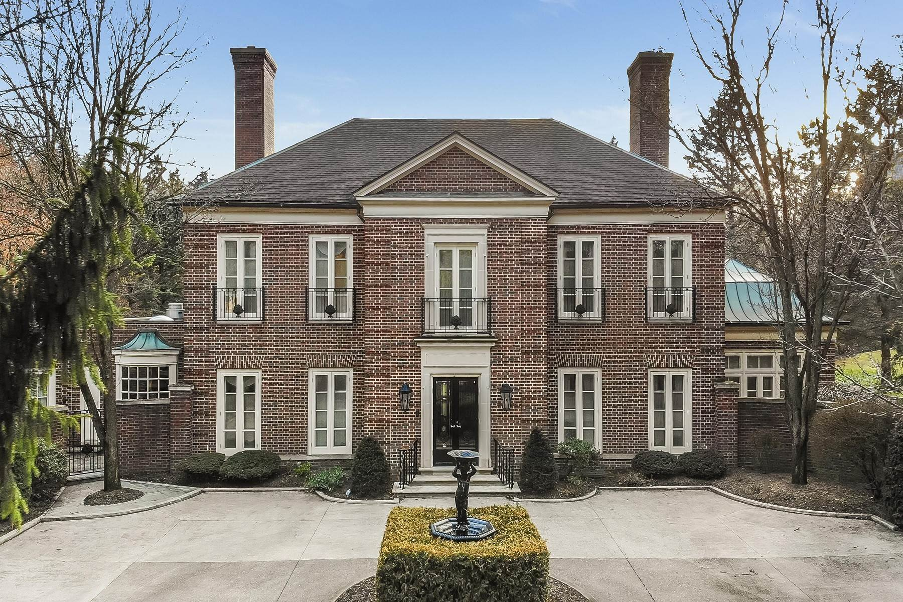 Single Family Homes for Sale at Bloomfield Hills 325 Dunston Road Bloomfield Hills, Michigan 48304 United States