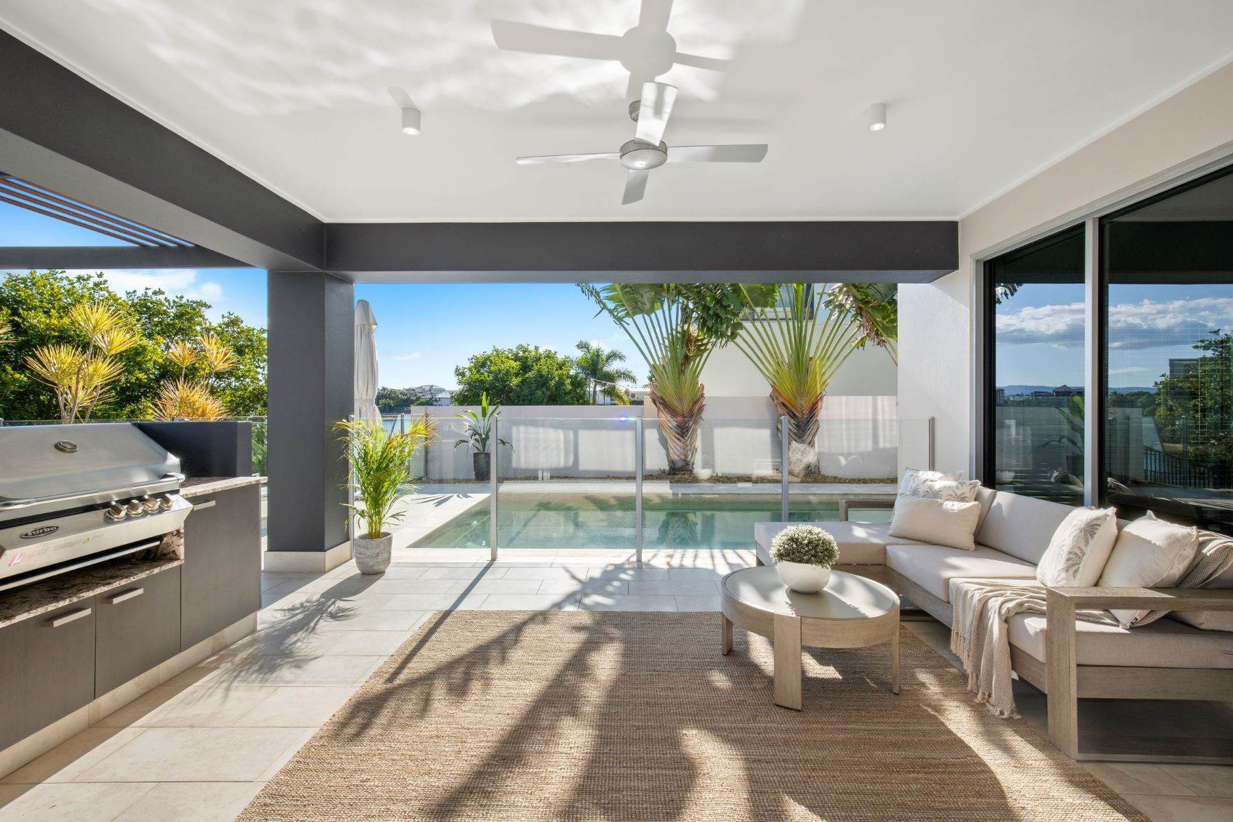 13. Single Family Homes for Sale at Luxury Lakeside Family Home on Prestigious Emerald Island 5068 Emerald Island Drive Other Queensland, Queensland 4211 Australia