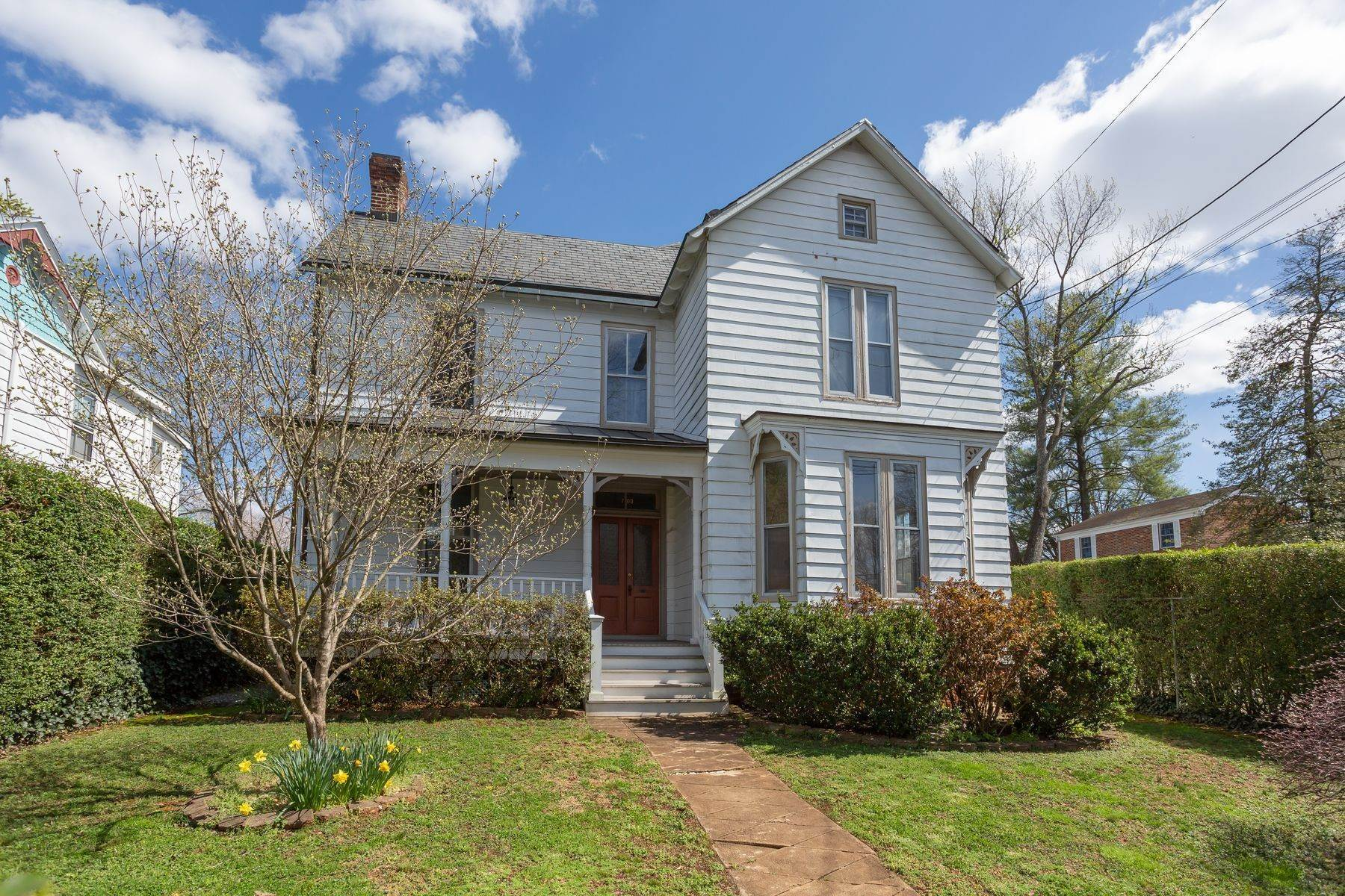 4. Single Family Homes for Sale at 700 Locust Ave Charlottesville, Virginia 22902 United States