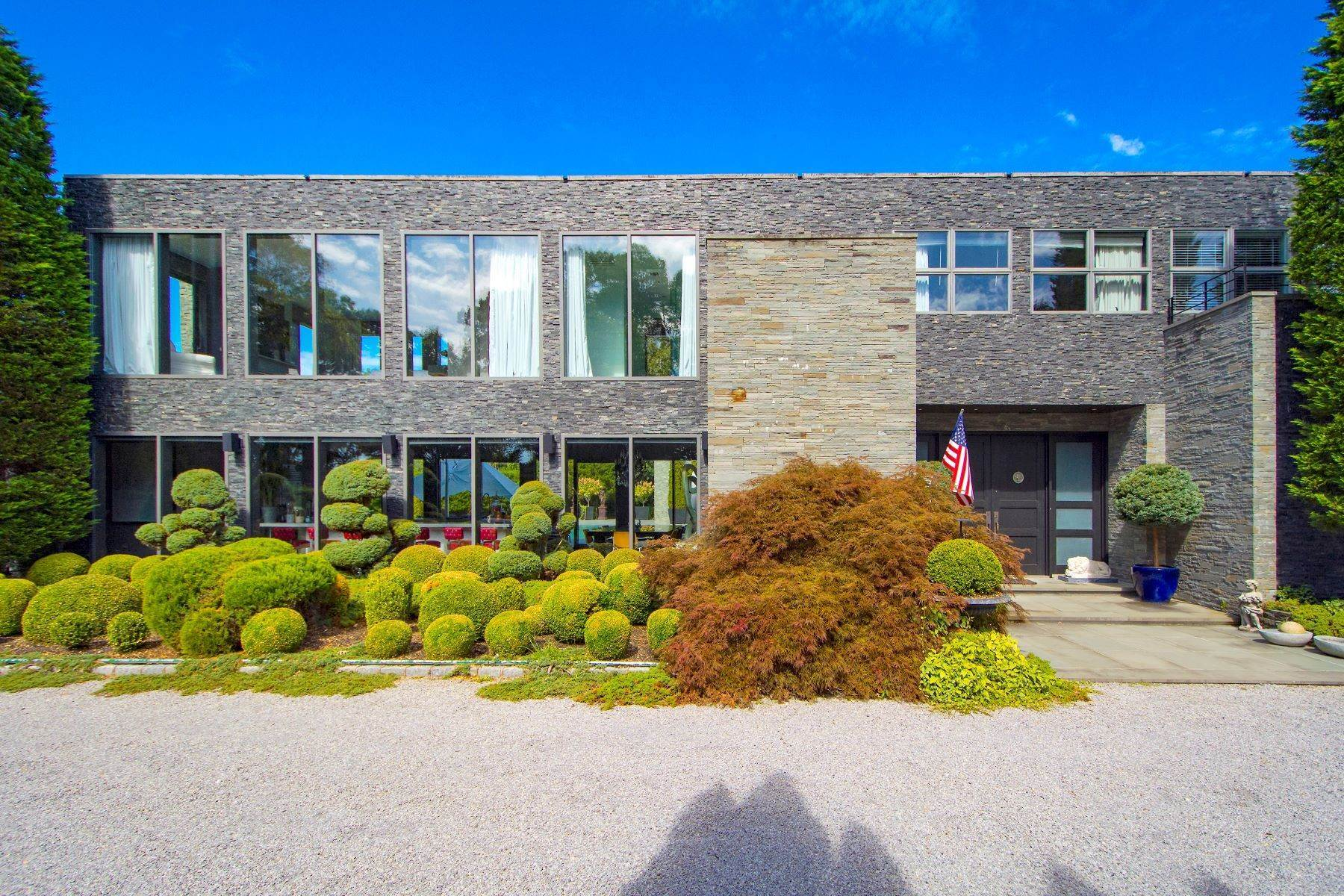 Single Family Homes at Spectacular Contemporary, Pond Views 46 Hildreth Ln Sagaponack, New York 11962 United States